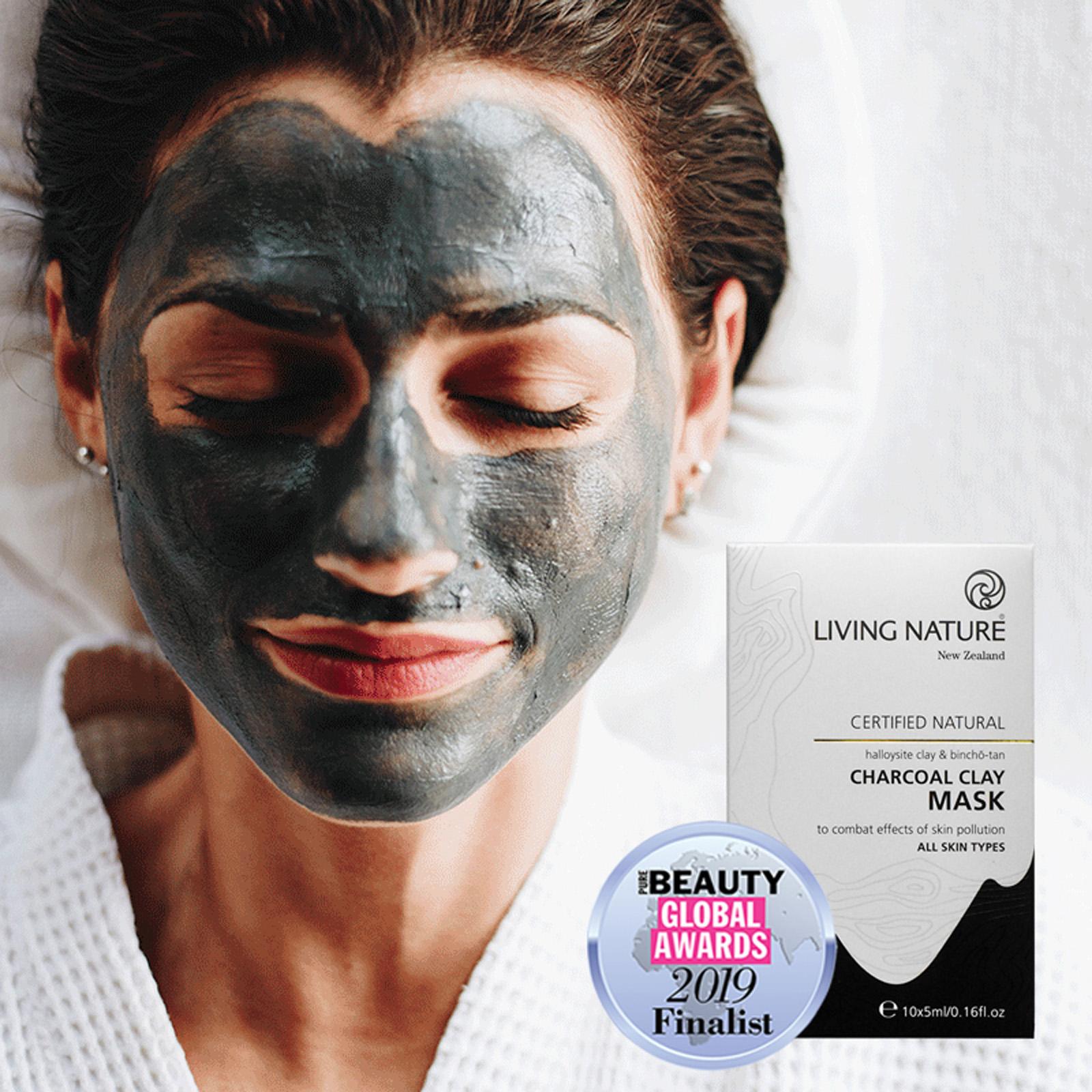 Mặt nạ đất sét Living Nature Charcoal Clay Mask giúp thanh lọc da, ngăn ngừa mụn, thu nhỏ lỗ chân lông
